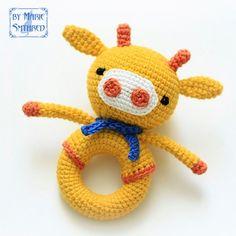 вязаная игрушка жираф на кольце крючком