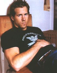 Ryan Reynolds (a sexy-beautiful man) Ryan Reynolds Interview, Look At You, How To Look Better, Hot Men, Hot Guys, Sexy Guys, Chaning Tatum, Cristian Grey, Movies