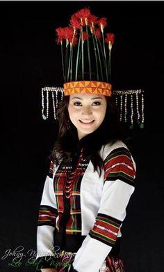 Mizoram India - traditional dress Rare Clothing, Historical Clothing, Vietnam Costume, Namaste, Costumes Around The World, Beauty Around The World, Tribal People, Portraits, Photographs Of People