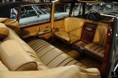 Mercedes-Benz 600 - W100 - 1963-1981 | Flickr - Photo Sharing! Mercedes 600, Mercedes Benz Maybach, Mercedes S Class, Limousine Interior, Luxury Automotive, Automotive Engineering, Rear Seat, Rolls Royce, Cadillac