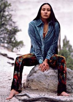 Love the lines in the top she\'s wearing Native American Designer Patricia Michaels