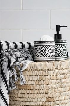 Stoneware soap dispenser - White/Black patterned - Home All H&m Deco, Bathroom Inspiration, Interior Inspiration, Hm Home, Bathroom Interior, Home Collections, Home Textile, Decor Interior Design, Soap Dispenser