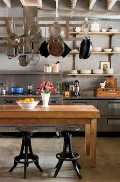 elorablue: Bohemian Carriage House Photography by Patricia Lyons Southern Kitchens, Southern Homes, Home Kitchens, Farmhouse Kitchens, Kitchen Dining, Kitchen Decor, Dining Rooms, Kitchen Ideas, Loft Kitchen