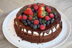 Čokoládová torta s mascarpone a ovocím - recept postup 9 Cloud Cake, Cupcake Cakes, Cupcakes, Almond, Cheesecake, Food And Drink, Birthdays, Cooking Recipes, Gluten Free