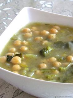 Detox soups: 10 recipes for detoxification - Zuppe detox: 10 ricette per disintossicarsi – GreenMe.it Detox soups: 10 recipes for detoxification – GreenMe. Detox Recipes, Soup Recipes, Vegetarian Recipes, Cooking Recipes, Healthy Recipes, Detox Foods, Healthy Liver, Healthy Eating, Sopa Detox
