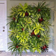 Love the vertical garden idea Indoor Floor Plants, Indoor Plant Pots, Indoor Flowers, Vertical Green Wall, Vertical Garden Design, Vertical Gardens, Plant Wall, Plant Decor, Apartment Herb Gardens