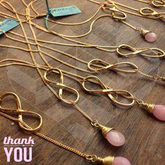 Dijes de infinito con gotas de ágata para damas de honor. Pedidos inbox FB: Cozca Bijoux Bracelets, Jewelry, Bridesmaid Gifts, Dama Dresses, Infinite, Memories, Girlfriends, Invitations, Accessories