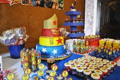 Mesa do Bolo de Festa Infantil de Super Heroína