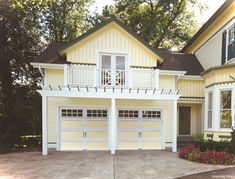 Adorable 44 Best Small Cottage House Exterior with Garage https://lovelyving.com/2017/12/28/44-best-small-cottage-house-exterior-garage/