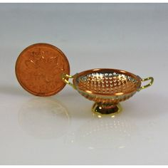 Copper and Brass Colander Little Kitchen, Copper And Brass, Kitchen Accessories, Cookware, Dollhouse Miniatures, Artisan, Houses, Dolls, Glass