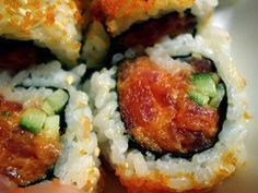 mmmmm sushi - - Terrible really! everything you can eat sushi! Spicy Tuna Sushi, Spicy Tuna Roll, My Sushi, Tuna Roll Sushi, Tuna Sushi Recipe, Spicy Tuna Recipe, Shrimp Sushi, Sushi Food, Sushi Time