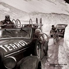 Dauphiné Libéré 1953. 5^Tappa, 11 giugno. Col de l'Iseran. Un giovane Charly Gaul (1932-2005) si rivela agli addetti ai lavori e al pubblico tenendo testa ai migliori in salita.