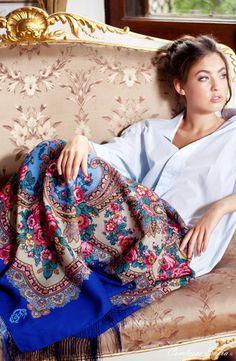 Russian shawl, Russian scarf; Châle russe, foulard russe https://www.etsy.com/listing/120680019/foulard-bleu-en-laine-russe-finition-en