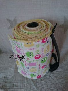 Fini le gaspillage et bonjour l'essuie tout lavable ou lingettes { Tuto } le f… No more wasting and hello all washable wipes or wipes {Tuto} do it yourself is a ++++ not insignificant No more waste and washable wipes forTutorial: The Wipes Coin Couture, Couture Sewing, Upcycled Crafts, Diy And Crafts, Home Organisation, Creation Couture, Sewing Accessories, Diy Cleaning Products, Frugal