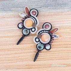 Kolczyki sutasz w kolorach jesieni i wczesnej wiosny. Soutache earrings Goldie. Chan Luu, Enamel, Earrings, Accessories, Etsy, Beautiful, Jewelry, Ear Rings, Vitreous Enamel