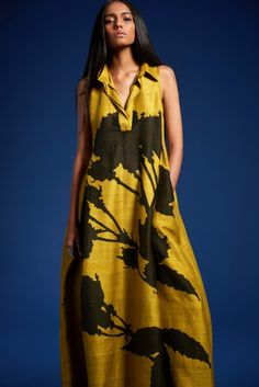 'Back To Basics' - Spring Summer - Summer Dresses Fashion Mode, Fashion Show, Womens Fashion, Fashion Design, Casual Dresses, Fashion Dresses, Summer Dresses, Maxi Dresses, Dress Skirt