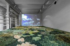 Alexandra Kehayoglou, crea alfombras  increíbles de lana, tejidas a mano. Parecen miniaturas de pastos y prados.