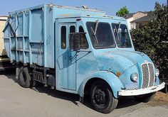 In 1937 the Divco was completely redesigned with a welded all-steel van body and a snub-nosed hood which was used with virtually no change up to the end of production. Garbage Truck, Tow Truck, Vintage Trucks, Old Trucks, Equipment Trailers, Step Van, Unsung Hero, Abandoned Cars, Classic Trucks