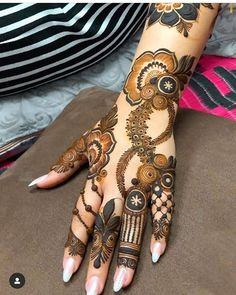 Hi everyone , welcome to worlds best mehndi and fashion channel Zainy Art . Hope You guys are liking my daily update of Mehndi Designs for Hands & Legs Nail . Khafif Mehndi Design, Floral Henna Designs, Wedding Mehndi Designs, Mehndi Art Designs, Mehndi Images, Mandhi Design, Pakistani Mehndi Designs, Hena Designs, Back Hand Mehndi Designs