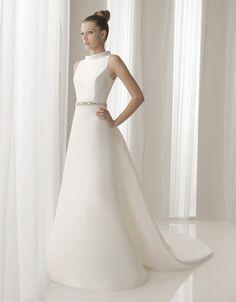 La marca AIRE BARCELONA nació en 1999 dentro del Grupo Exponovias, con el objetivo de acercar unos diseños y patrones excelentes a aquellas novias más exigentes pero siempre a precios asequibles. A...