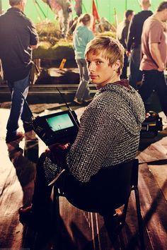 """""""Merlin"""" (Behind The Cameras) Bradley James (Arthur) Merlin Show, Merlin Fandom, Merlin Cast, Colin Bradley, Bradley James, Roi Arthur, James Arthur, Bbc, Prince Arthur"""