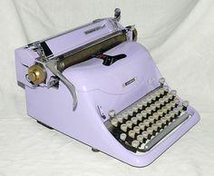 Maquina de escribir para decoración http://www.informaticapadilla.es/maquinas-de-escribir/
