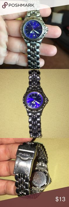 """Fossil Blue watch Light scuffing on clasp from normal wear. My wrist measures 6.5"""" and this fit loosely. Bracelet measures 7"""". Needs new battery. Features glow in the dark. Fossil Accessories Watches"""
