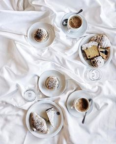 Nothing beats a slow morning enjoying breakfast in bed  : @quellaclaudia #GetCoffeeBeHappy
