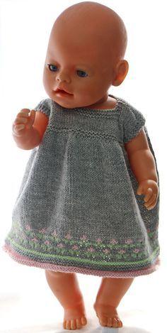 baby born Klr til dukken - nydelig sommerkjole til - Baby Girl Dress Patterns, Doll Dress Patterns, Clothing Patterns, Baby Born Clothes, Girl Doll Clothes, Dress Clothes, Knitting Dolls Clothes, Knitted Dolls, Elegant Summer Dresses