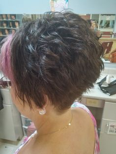 Best Short Layered Haircuts for Women Over 50 Short-Layere. - Best Short Layered Haircuts for Women Over 50 Short-Layered-Hai…_ Best Shor - Layered Haircuts For Women, Popular Short Haircuts, Short Hair Cuts For Women, Short Hairstyles For Women, Cool Hairstyles, Short Hair Styles, Short Stacked Haircuts, Short Layered Hairstyles, Hairstyles Videos
