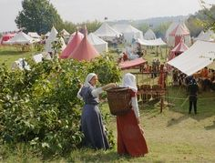 *GREAT* Scene from a sca event! Want to be period? Baskets like that are period! Carry all your stuff and everything :D