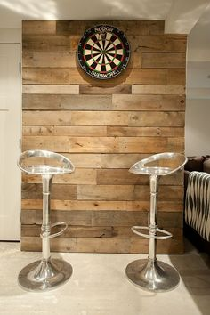 Dart Board Rustic + Modern =Game room inspiration for basement Art Mural Palette, Palette Deco, Basement Games, Basement Remodeling, Basement Ideas, Games Room Inspiration, Pallet Wall Art, Wood Wall, Pallet Walls