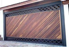 portão de garagem de madeira e ferro