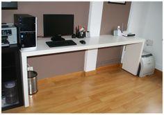 La neurona del manitas: Mesa de despacho con una mesa Malm y unos estantes para cuadros Ribba