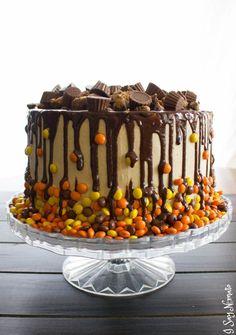 Chocolate and Peanut Butter Drip Cake Recipes Oreo Brownies, Oreo Dessert, Drip Cake Recipes, Dessert Recipes, Oreo Cheesecake, Drip Cakes, Reeces Cake, Fudge, Lemon And Coconut Cake