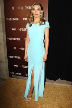 love the turquoise dress, medium length retro wave look. Natalie Zea