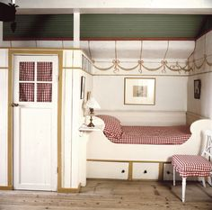 A bedroom at Sundborn where the painter Carl Larsson and his wife Karin lived. In the middle of the wall they built a closet and there is also a bed on the other side. They had 8 children and if I. Carl Larsson, Farmhouse Bedroom Furniture, Farmhouse Style Bedrooms, Swedish Cottage, Swedish House, Swedish Bedroom, Swedish Style, Swedish Design, Alcove Bed