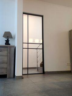 Deur in kader Stairs And Doors, Windows And Doors, Door Design Interior, Interior And Exterior, Living Room Interior, Home Living Room, Steel Frame Doors, Aluminium Doors, Art Deco Home