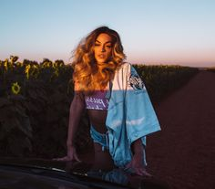 See Pabllo Vittar pictures, photo shoots, and listen online to the latest music. Drag Queens, Rihanna, Musica Pop, Stage Outfits, Latest Music, Crossdressers, Gorgeous Women, Music Videos, Rain Jacket
