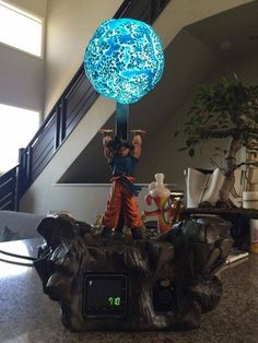 Ok, I gotta have one of these!!! Take my Zeni, take it now damn it. Dragon Ball Z Goku spirit bomb lamp?? Hell yes!