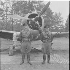 Finnish pilots near fighter Curtiss P-36