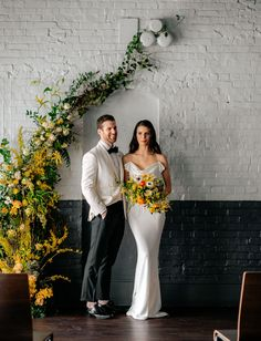 Chill Citrus Hued Industrial Wedding // modern couple, minimalism, and a fresh and clean aesthetic with black, yellow, orange and white hues for a hipster wedding