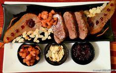 Piept de rata cu portocale, coacaze, gutui, pere (magret de canard). Am tot gatit carne de rata in ultima vreme insa intreaga, la cuptor - friptura de rata Turkey Recipes, Sausage, Chicken, Food, Sausages, Essen, Meals, Yemek, Eten