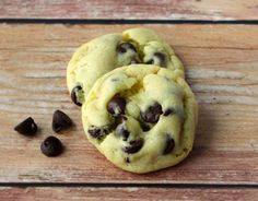 Craving a Cake Mix Cookie? You've just hit the jackpot with the ultimate list of Cake Mix Cookies Recipes! HUGE List of 5 Ingredients or Less Cookie Ideas! Cake Mix Cookie Recipes, Cake Mix Cookies, Dessert Recipes, Easy Desserts, Easy Smoothie Recipes, Easy Recipes, Frappuccino Recipe, Easy Chocolate Chip Cookies, Coconut Recipes
