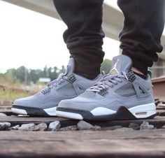 JORDAN fours! Cool grey!