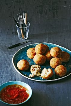 Sausage and Sage Arancini Risotto Balls #holiday #appetizer