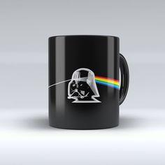 Caneca Star Wars Darth Vader Prisma:   Caneca de porcelana de alta qualidade. 320 ML. Pode ser levada ao microondas e lava-louças. Não trinca nem desbota.  CONSERVAÇÃO: Para lavagem manual, utilizar água, detergente e esponja macia. Acompanha embalagem.  Prazo de produção: até 3 dias.  Imagens ilustrativas. Podem haver variações de cores no produto final.