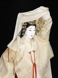 "Kabuki actor Bando Tamasaburo and Taiko Performing Arts Group Kodo will perform at Bunkamura Orchard Hall on May 2017 as a new collaborative work titled ""Bando Tamasaburo × Kodo Special Performance"" Geisha, Kimono Design, Turning Japanese, Figure Sketching, Asian Doll, Japanese Outfits, Japan Art, Japanese Kimono, Japanese Culture"