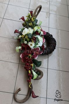 Purple Flower Arrangements, Creative Flower Arrangements, Fresh Flowers, Purple Flowers, Memorial Flowers, Country Wedding Decorations, All Saints Day, Funeral Flowers, Container Flowers