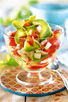 Ensalada de aguacate cebolla y tomate con pipas de girasol Grilling Recipes, Diet Recipes, Healthy Recipes, Healthy Food, Food Humor, Deli, Fruit Salad, Salads, Favorite Recipes
